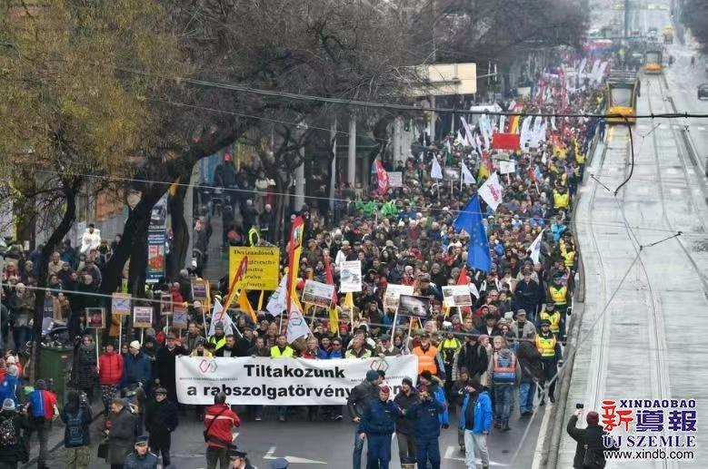 """[920]匈牙利议会提出""""奴工法"""" 掀起全国抗议"""